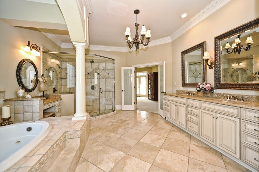 Stunning luxurious master bathrooms 22 photos Luxury master bathroom suites
