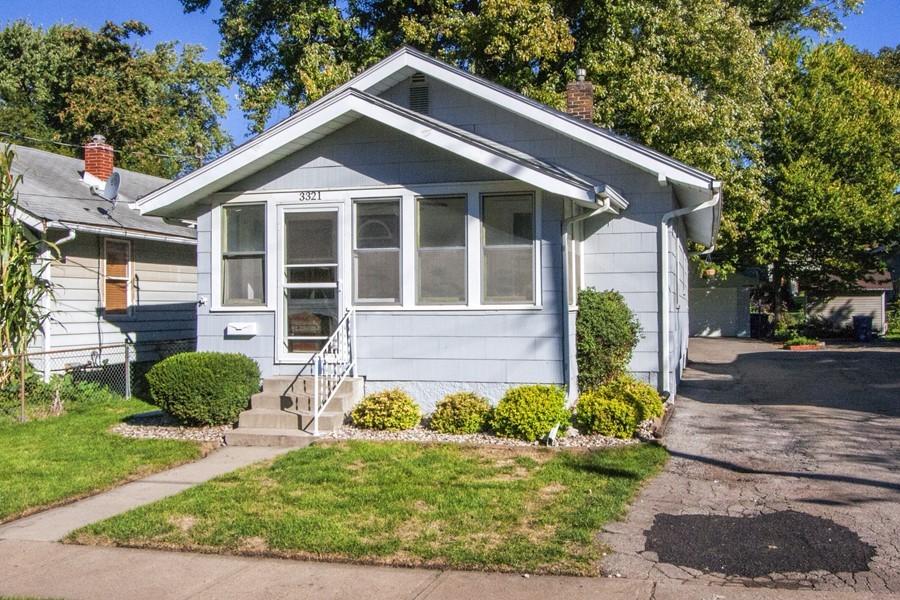 Adorable Bungalow-Great Location! - 3321 Center St, Des Moines, IA ...