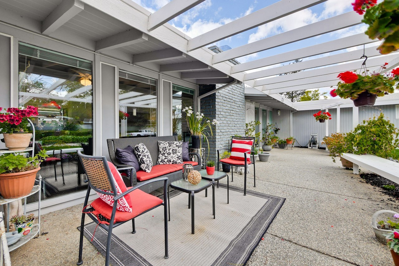 Beautiful Mid-entury Modern Home on a Huge orner Lot! - 774 ... - ^